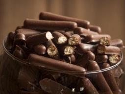 palito-doce-chocolate-preto