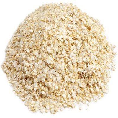 A Quinoa apresenta boas quantidades de  proteínas de alto valor biológico, ou seja, que oferecem todos os  aminoácidos essenciais, além de ser fonte de fibras, gorduras  poli-insaturadas, vitaminas do complexo B, vitamina E, ferro, magnésio,  manganês, fósforo e zinco, proporcionando assim inúmeros benefícios à  saúde. Ela auxilia na redução dos níveis de colesterol ruim do sangue,  contribui para a manutenção da saúde cardiovascular, ajuda a fortalecer o  sistema imunológico, promove a sensação de saciedade, regulando o  apetite. Além disso, auxilia no bom funcionamento intestinal,  favorecendo o processo de emagrecimento.