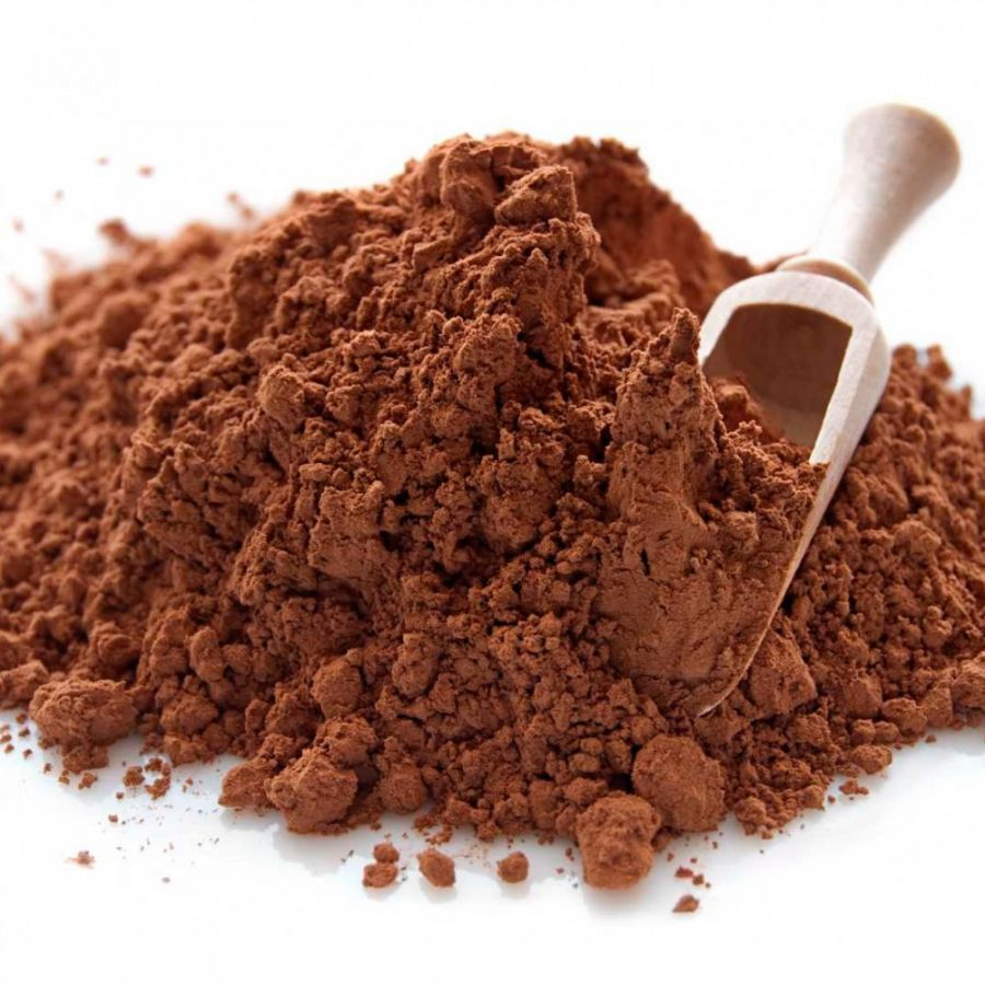 O cacau em pó alcalino é o preferido de muitos cozinheiros para fazer bolos, biscoitos e diversos doces devido ao seu sabor suave e sua cor mais forte e escura. Além de ser mais fácil para misturá-lo com outros ingredientes, visto que absorve líquidos mais rapidamente que o pó de cacau natural. Tem efeito anti-inflamatório; - Diminui o colesterol ruim; - Aumentar o fluxo de sangue para as artérias, o permite diminuir a pressão arterial; - Melhora o sistema cognitivo, agindo diretamente sobre a memória; - Previne contra o envelhecimento precoce da pele; - Protegem as células intestinais, impedindo que se instalem tumores; - Aumento da resistência física; - Controla a ansiedade.